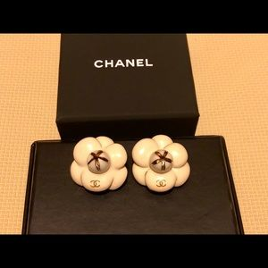💯 Authentic Chanel Camellia Clip On Earrings